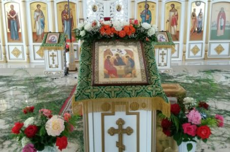 Празднование Дня Святой Троицы  в храме святых апостолов Петра и Павла ст. Брюховецкой